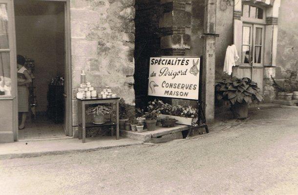 Les femmes et la préparation du foie gras en Périgord