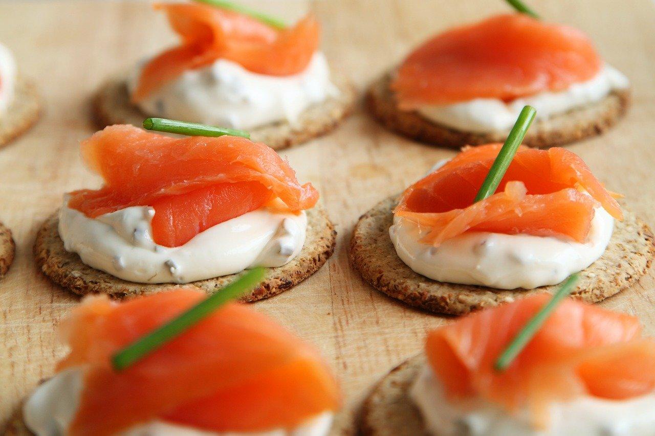 Photo représentant des amuses-bouches au saumon fumé - Photo pixabay.com